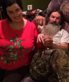 "Duck Dynasty"" Star Phil Robertson Gives Wife a BIG Ring Amid Scandal"