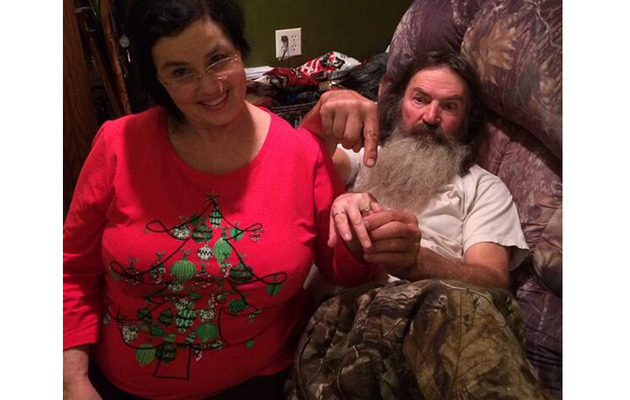 """""""Duck Dynasty"""" Star Phil Robertson Gives Wife a BIG Ring Amid Scandal"""