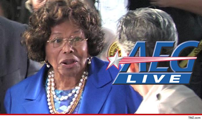 AEG Live diz Katherine Jackson perde tempo em querer reabrir julgamento 1226-katherine-jackson-aeg-live-tmz-3