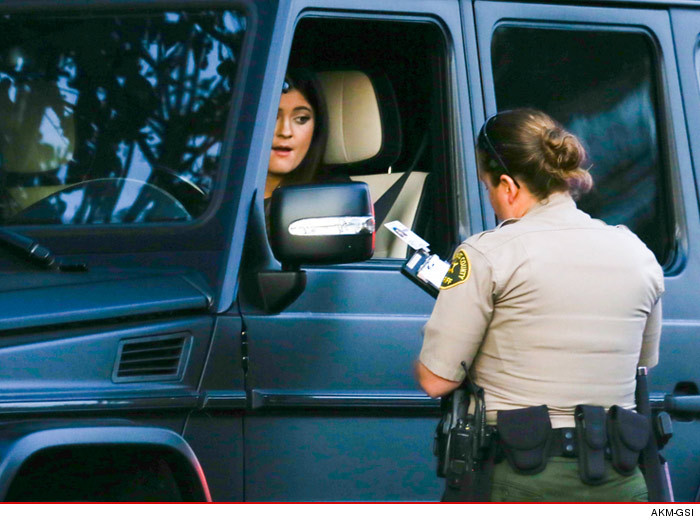0105_kylie_jenner_pulled_over_akmgsi