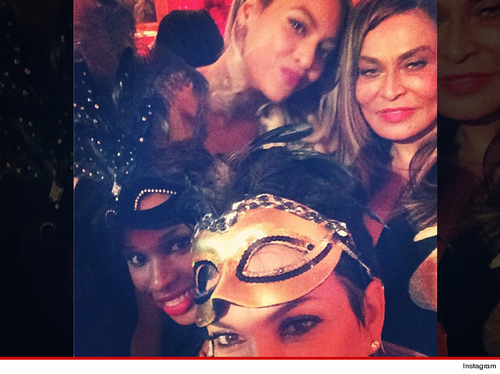 0112_krisjenner_tina_knowels_party_instagram
