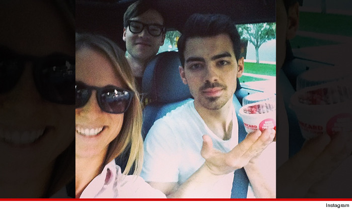JOE-JONAS-instagram-uber