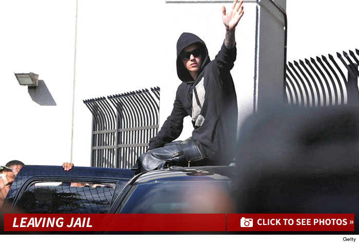 0123_justin_bieber_leaving_jail_launch