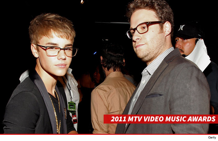 0123_justin_bieber_seth_rogan_vmas_getty