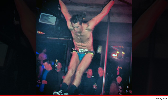 0124-the-abbey-weho-instagram-acrobat