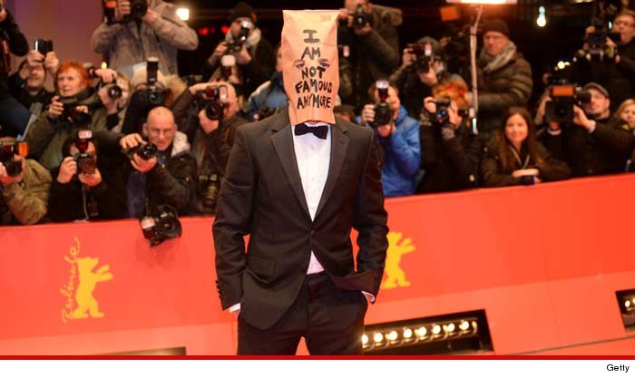 0209-shia-labeouf-bag-01