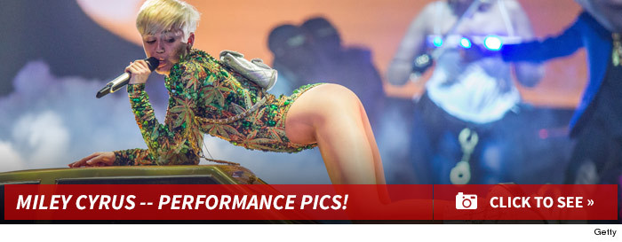 0221_miley_cyrus_performance_footer