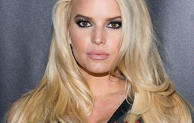 Jessica Simpson Posts New Maxwell Pic, Looks Gorgeous Without Makeup