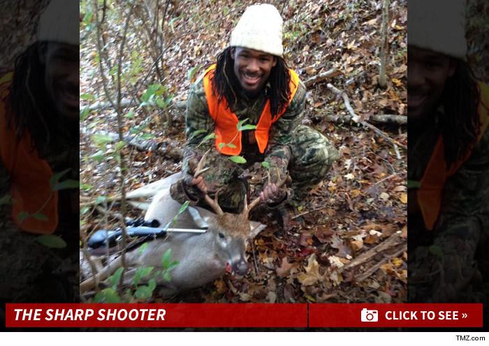 0305_DeAngelo_Williams_deer_hunting_photos_launch