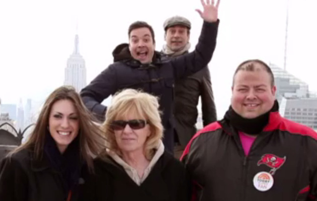 Jimmy Fallon & Jon Hamm Photobomb People At Rockefeller Plaza!