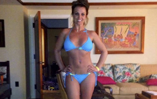 Britney Spears Flaunts AMAZING Bikini Bod In Hawaii with Boyfriend & Cute Kids