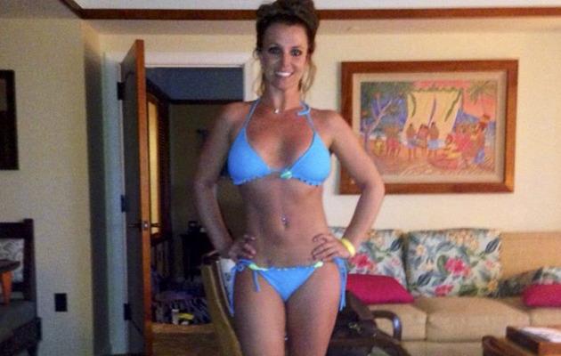Britney Spears Flaunts AMAZING Bikini Bod In Hawaii with Boyfriend & Cute Kids