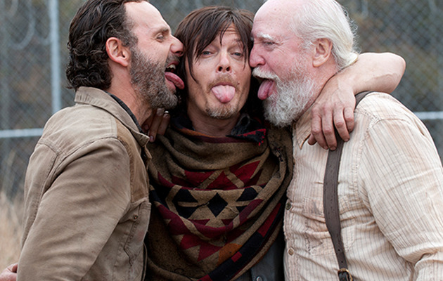 """The Walking Dead"" Finale -- See Hilarious Photos from Behind-the-Scenes!"
