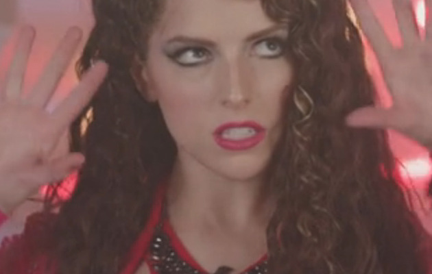 """Anna Kendrick Raps About """"Dongs"""" On """"Saturday Night Live"""""""