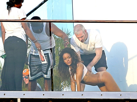 rihanna-posing-nude-naked-photos-0211-48