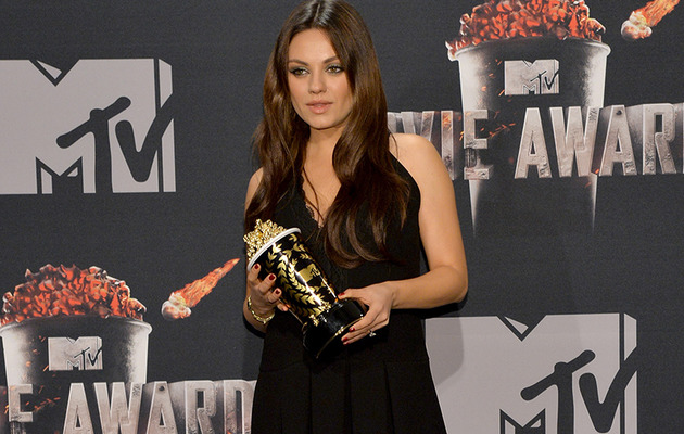 """Best Villain"" Winner Mila Kunis Hides Baby Bump at MTV Movie Awards"