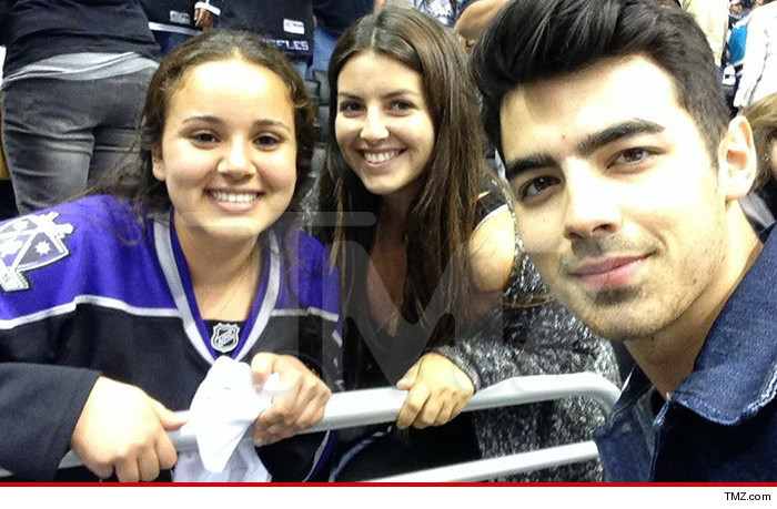 0430_joe_jonas_kings_game_wm
