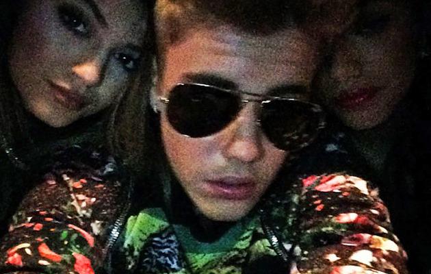 Kylie Jenner & Justin Bieber Pose For Selfie Amid Selena Gomez Drama!