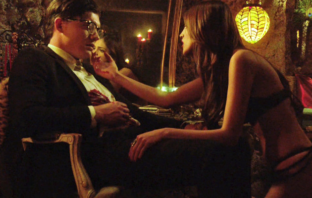 """From Dusk Till Dawn"" Sneak Peek -- Santanico's Got An Alluring Offer!"