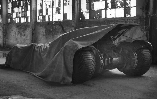 """Batman vs. Superman"" Director Zack Snyder Teases New Batmobile"