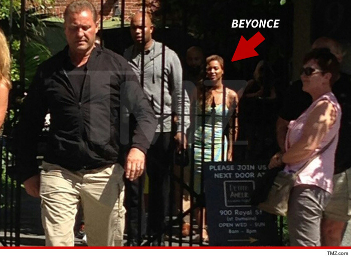 0518-beyonce-lunch-cafe-amelie-tmz-01