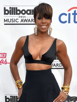 Kelly Rowland Puts Major Cleavage on Display at Billboard Music Awards
