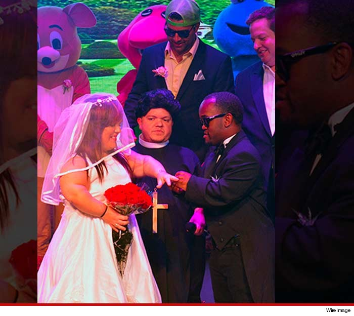 Mini Kim and Kanye Wedding