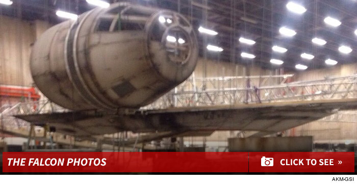 0604_millennium_falcon_sneak_peek_photos_footer