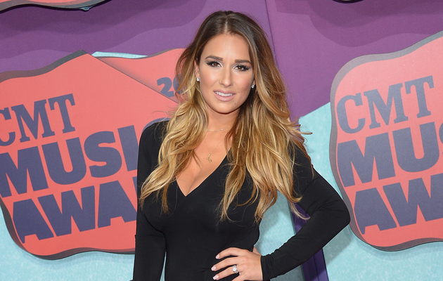 Jessie James Decker Shows Off Post-Baby Body at 2014 CMT Awards