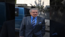 Regis Philbin -- Hitchhikes in New York City!!! [VIDEO]