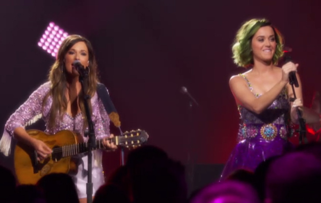 "Kacey Musgraves & Katy Perry Perform ""Follow Your Arrow"" -- See The Cute Video!"