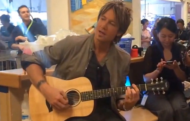 Video: Keith Urban and Nicole Kidman Serenade Children's Hospital