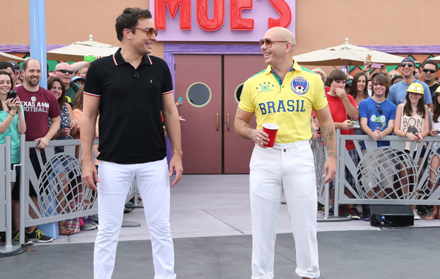 Pitbull & Jimmy Fallon Face Off in Giant Game of Duff Beer Pong!