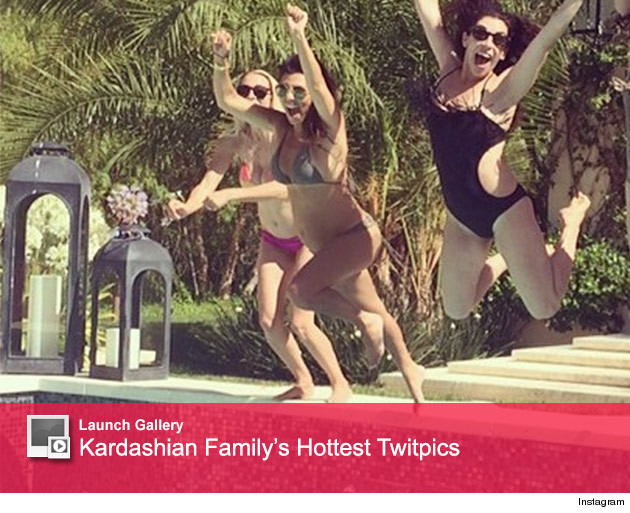 Kourtney Kardashian Baby Bump Bikini