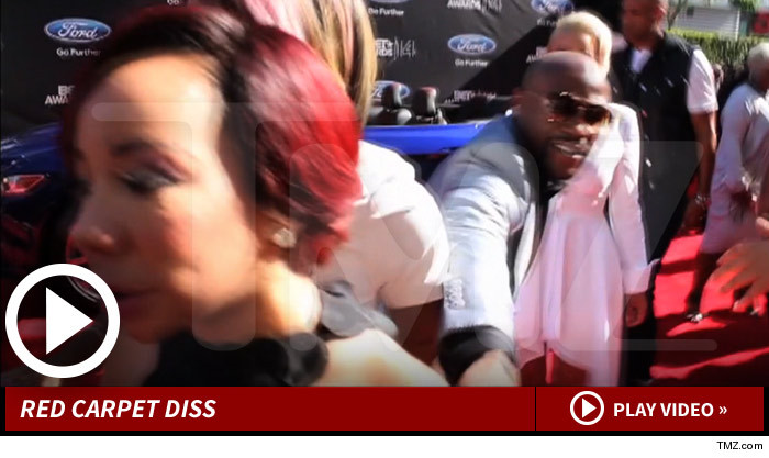 Floyd Mayweather Jr. Tries to get Tiny Attention @ BET Awards