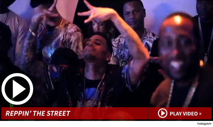 Chris Brown Gang Signs