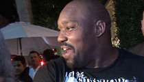 Warren Sapp -- WAITRESS WILL BE PUNISHED ... Restaurant Says