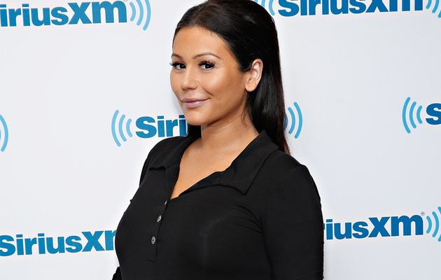 "JWoww Flaunts Bare Baby Bump During ""Last Week"" of Pregnancy"