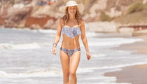Candace Cameron Flaunts Amazing Bikini Bod at 38!