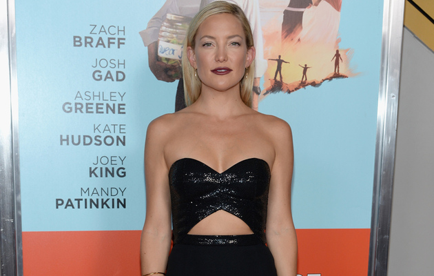 "Kate Hudson Looks HOT in Midriff-Baring Gown at ""Wish I Was Here"" Screening"