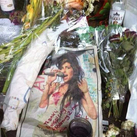 <span>Amy Winehouse</span><span>'s fans are marking the 3rd anniversary of her death ... by trashing her lawn with cigarettes and empty booze bottles ... and Amy's mom tells TMZ it's a fitting tribute.</span>