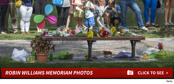 0813_robin_williams_memoriam_photos_footer_v2