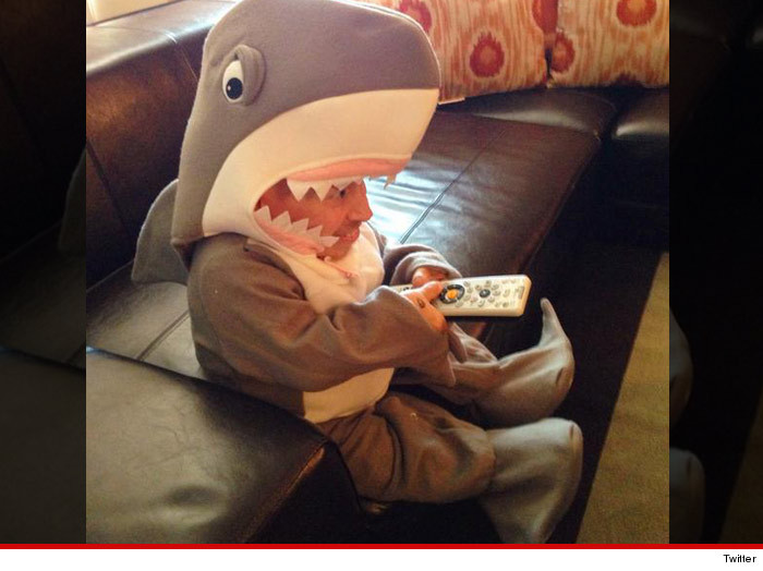 0813_Verne-Troyer-shark-week_twitter