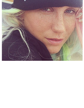 Kesha Flaunts Freckles in Makeup-Free Selfie -- See the Pre
