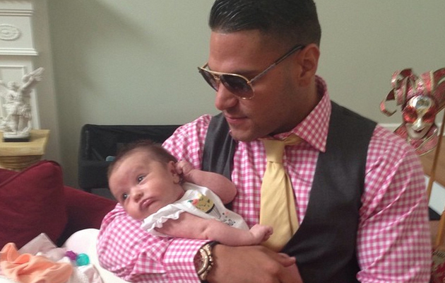 """Jersey Shore's"" Ronnie Ortiz-Margo Spends Time With JWoww's Daughter Meilani!"