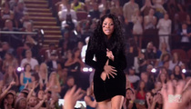 Nicki Minaj -- BS No Time to Zip ... Wardrobe Malfunction STAGED