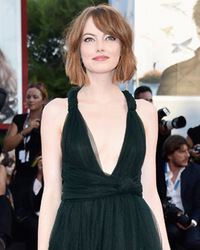 "Emma Stone Is Gorgeous in Green at ""Birdman"" Premiere in Venice"