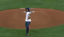 Mo'ne Davis -- CRUSHES FIRST PITCH ... At Dodgers Game