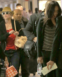 """Crossroads"" Costars Britney Spears and Zoe Saldana Cross Paths at LAX"