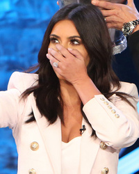 "Kim Kardashian Takes Selfie During ALS Ice Bucket Challenge on ""Ellen"""